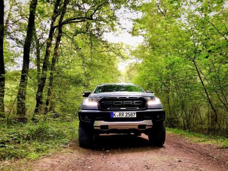 Im Gelände kommt vermutlich eher der Fahrer an seine Grenzen als der Ranger Raptor. © Klaus H. Frank