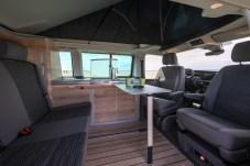 """Wohnlich: Neu sind das Dekor """"Bright Oak"""" und das Design der Möbel. © VW Nutzfahrzeuge"""
