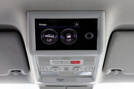 Das neue Bedienteil bietet u.a. eine Niveauanzeige. Sie informiert, ob der California auch auf einer ebenen Fläche zum Schlafen geparkt wurde. © VW Nutzfahrzeuge