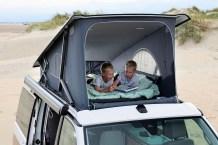 Die Nähe zur Natur kann man im Dachbett bei geöffneter Front wunderbar spüren. © VW Nutzfahrzeuge