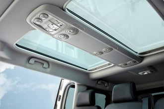 Luftiges Ambiente im Opel Zafira Life dank des Panorama-Daches. © Opel