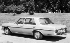 In der Baureihe W 109 gibt es drei Modelle mit V8-Motor - und alle mit Luftfederung und langem Radstand. © Daimler