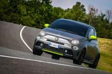 Dieses besondere Auto richtet sich speziell an junge Autofahrer und bietet daher natürlich die bestmögliche Vernetzung. © Abarth
