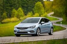Alle Triebwerke des aufgefrischten astra verbrauchen weniger Sprit und erfüllen bereits jetzt die neue Euro 6d-Abgasnorm. © Opel