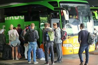 Reisen mit dem Fernbus sind bei Jung und Alt beliebt. © FlixBus