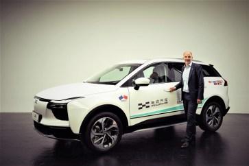 Aiways U5: Alexander Klose, Vice President of Oversea Operations Aiways vor dem Elektro-SUV U5. Foto: Auto-Medienportal.Net/Aiways
