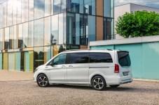 Zu acht elektrisch auf Tour - der EQV macht es möglich. © Daimler