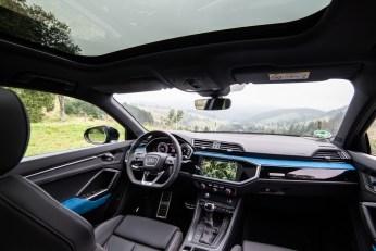 Modern und nobel: Das Digital-Interieur des Q3 Sportback kann durch farbliche Akzente aufgewertet werden. © Audi