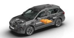Bei Bedarf kann der Fahrer über 50 Kilometer rein elektrisch und damit emissionsfrei fahren oder durch die kombinierte Leistung von Verbrenner- und Elektromotor die maximale Leistung abrufen. © Seat