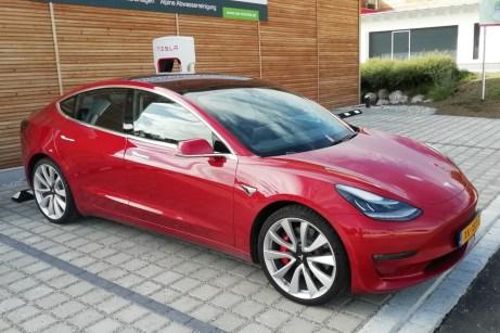 Am Supercharger lädt das Model 3 im Test mit bis zu 111 kW. © Rudolf Huber / mid