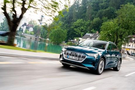 Audi e-tron: Nur Kenner bemerken, dass hier die Zukunft fährt. © Audi