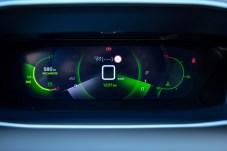 Das iCockpit in 3-D-Optik sieht nach Star Wars oder Avenger-Streifen aus und ist extrem übersichtlich. © PSA