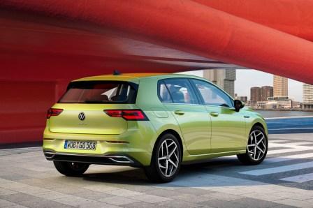 Das Heck des Golf 8 wirkt deutlich breiter als beim Vorgänger. © VW