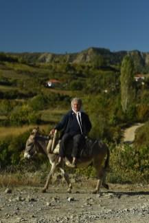 Unterwegs auf dem Esel: So ein Anblick ist in Albanien nichts Ungewöhnliches. Ob Pferd, Esel oder Fuhrwerk. Auch weniger betuchte Albaner sind mobil. © Skoda