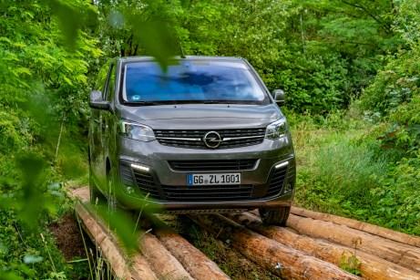 Nicht auf dem Holzweg befindet man sich mit Opel Nutzfahrzeugen, die einen Allradantrieb des französischen Anbieters Dangel haben. © Opel