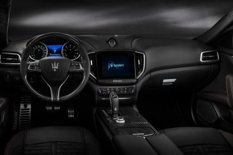 Edel und sportlich zugleich: der Innenraum des Maserati Ghibli S Q4. © Maserati