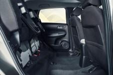 Diese pfiffige Idee hat Honda beibehalten. Die Rückbank ist auch hochklappbar, um Platz zum Beispiel für hohe Pflanzen zu haben. Praktisch. © Honda
