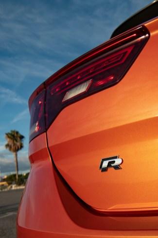 """Das """"R""""-Logo auf der Heckklappe. © Volkswagen"""