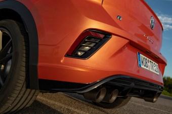 Der Sound (Titanabgasanlage von Akrapovič) erinnert bei der Gaswegnahme mit lautem blubbern, rotzen und spotzen eher an einen Jaguar F-Type als einen konservativen Wolfsburger. © Volkswagen