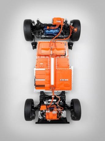 Die Batterie wird durch einen Sicherheitskäfig geschützt, der aus einem Rahmen aus extrudiertem Aluminium besteht und in die Mitte der Karosseriestruktur eingebettet ist. Foto: Volvo