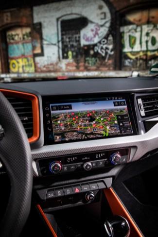 Das Display ist mit 10,1 Zoll Diagonale noch größer, wenn der Kunde entweder die Vorbereitung für die MMI Navigation plus oder das Top- Navigationssystem bestellt. © Audi