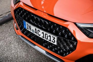 Der achteckige Kühlergrill kennzeichnet den Audi A1 citycarver als Crossover-Modell mit SUV-Auftritt. © Audi