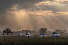 Mit dem Discovery durch das Herz Afrikas: die Land Rover Experience Tour in Aktion. © Henning Lueke / Jaguar Land Rover