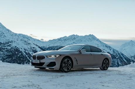 Bergblick: Das elegante 8er Grand Coupé duckt sich vor dem Panorama wie die Katze vor dem Sprung. © BMW