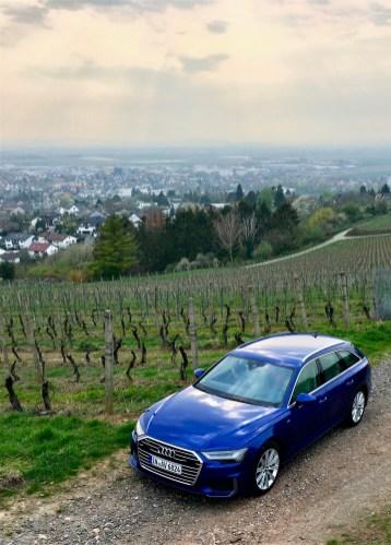 Wer nicht auf den Touchscreens tippen will, sagt dem Auto via Sprachsteuerung einfach, was es tun soll. © Klaus H. Frank