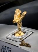 """Für Freunde des Edelmetalls: Die Kühlerfigur """"Spirit of Ecstasy"""" ist beim Phantom """"Horology"""" mit 24 Karat Gold überzogen. © Rolls-Royce"""
