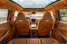 Platz satt in alle Richtungen: das Innere des Nobel-SUV DBX. © Aston Martin