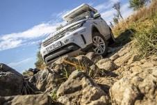 Über Stock und Stein: kein Problem für Land Rover. © Land Rover