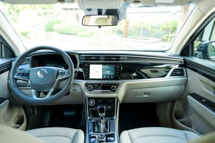 Stellwerk: Das elegante Cockpit verströmt die Eleganz einer Oberklasse-Limousine. © Ssangyong