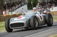 Mercedes-Benz Markenbotschafter Sir Stirling Moss im Mercedes-Benz Formel-1-Rennwagen W 196 R. Foto vom Goodwood Festival of Speed. © Daimler