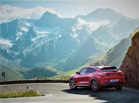 Der Basispreis des neuen Ford Mustang Mach-E beträgt 46.900 Euro (Heckantrieb, Elektromotor mit 75 kWh-Standard-Batterie). © Ford