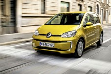 Der VW e-Up bekommt größere Akkus und wird gleichzeitig günstiger. Statt 18,7 kWh fassen die Akkus nun 32,3 kWh. © Volkswagen