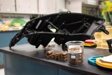 Alles andere als kalter Kaffee: Bei Ford sollen Bestandteile von Kaffeebohnen in Bauteilen wie Scheinwerfergehäusen (Foto) verwendet werden. © Ford