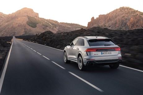 Schnurgerade Strecken wie hier sind auf der Insel eher selten anzutreffen. © Audi