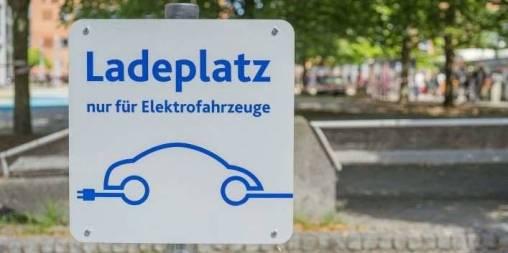 Die internationalen Hersteller in Deutschland bis Ende 2022schaffen mindestens 5000 Ladepunkte auf ihren Betriebsgeländen und im angeschlossenen Handel. © VDIK
