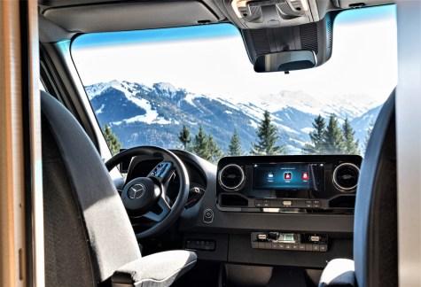 Zentral im Cockpit des Reisemobils LBX 365 von Bimobil ist MBAC platziert.