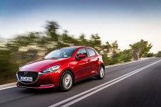 Die Optik des Kleinen lehnt sich jetzt stärker an die des aktuellen Mazda3 an. © Mazda
