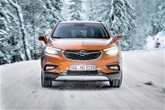 Hilfreich nicht nur im Gelände sind ein Bergabfahr- und Berganfahr-Assistent. © Opel