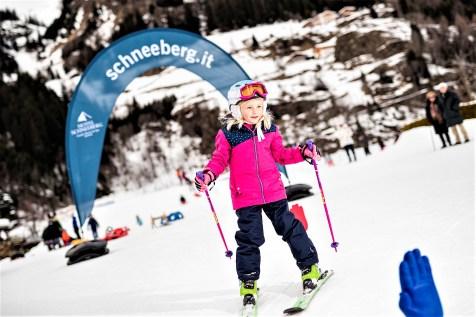 Noch etwas wackelig auf Skiern. © Hotel Schneeberg