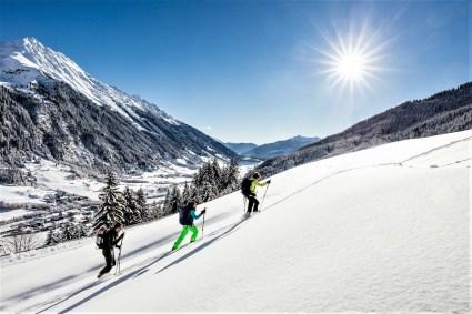 Spuren im Neuschnee. © Hotel Schneeberg