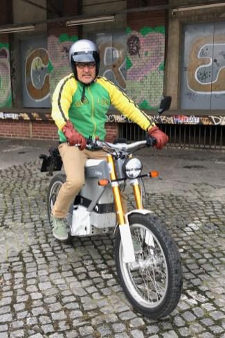 Sieht so die Zukunft der zweirädrigen Mobilität aus? mid-Autor Rainer Unruh auf der Kalk &. © Dagmar Heere / mid