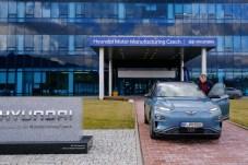 Start ab Werk: mid-Autor Klaus Brieter fährt mit dem Kona Elektro vom tschechischen Hyundai-Werk zum über 300 Kilometer entfernten Wien. © Hyundai