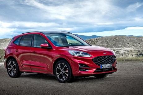 Der neue Kuga schaut deutlich besser aus als sein Vorgänger, er hat fast schon eine Portion Premium-Design abbekommen. © Ford