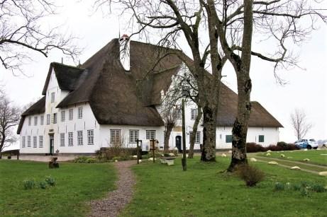 """Die """"Haubarge"""" waren der Mittelpunkt bäuerliche Betriebe in der fruchtbaren Eidermarsch. © Kurt Sohnemann"""