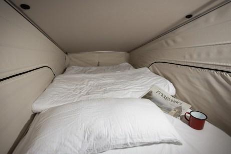 Eher für Kinder eignet ist das Bett im aufklappbaren Dach. Dann können bis zu vier Personen im Marco Polo übernachten. © Daimler