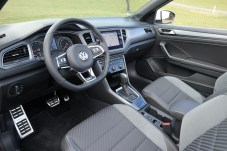 Wie ein T-Roc - bloß offen. Als Option bietet VW auch noch ein digitales Cockpit an. © Rudolf Huber / mid